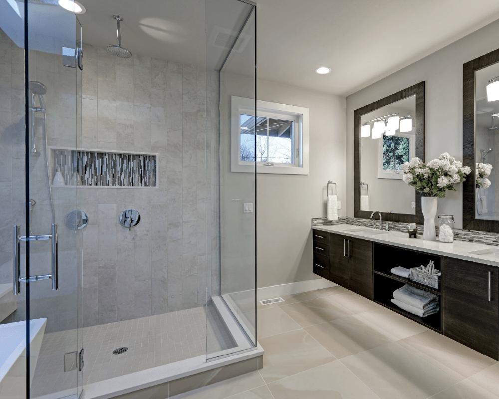 dusjdører og speil